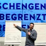 """""""Schengen: Begrenzt Grenzenlos?"""", Veranstaltung von Polis180, aufgenommen in Berlin.  Foto: Jens Schlueter/Vertretung der Europaeischen Kommission in Deutschland   Mit der Honorarzahlung übertrage ich der Vertretung der Europaeischen Kommission in Deutschland das einfachen Nutzungsrecht für alle Medien der Vertretung der Europaeischen Kommission in Deutschland. Keine Weitergabe oder Nutzung durch Dritte  Der Fotograf besitzt kein Model-Release der abgebildeten Personen. Es wird grundsätzlich keine Einholung von Persönlichkeits-, Kunst- oder Markenrechten zugesichert, die Einholung dieser Rechte obliegt dem Nutzer."""