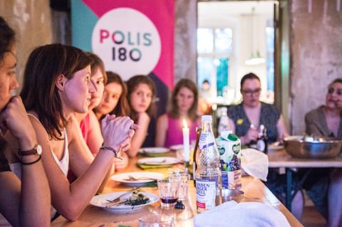 Polis kocht! Chancengleichheit für geflüchtete Frauen auf dem Arbeitsmarkt
